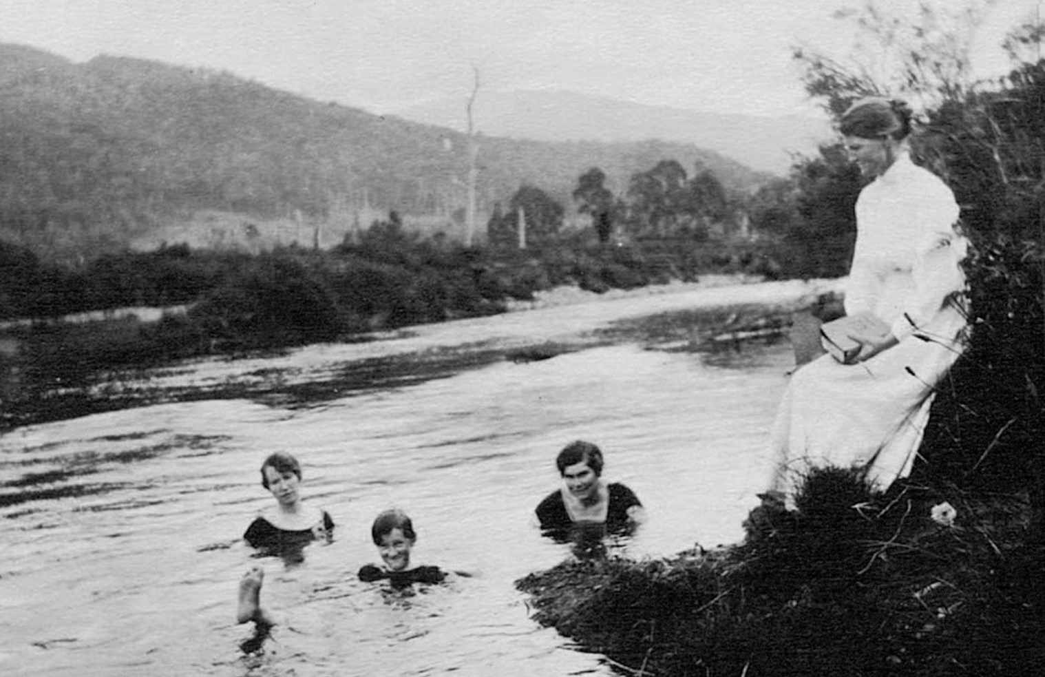 Mrs-Mary-Cooper-with-niece-Thelma-and-friends-swimming-in-the-Kiewa-River