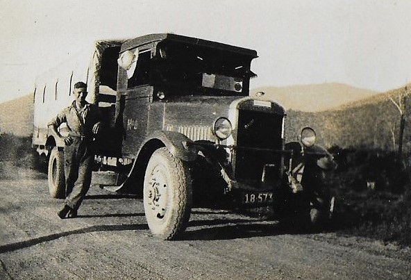 Varly-Hargraves-with-old-Thornycroft-bus-carting-cream-to-the-Kiewa-Factory-Coral-Bank-VIC-002
